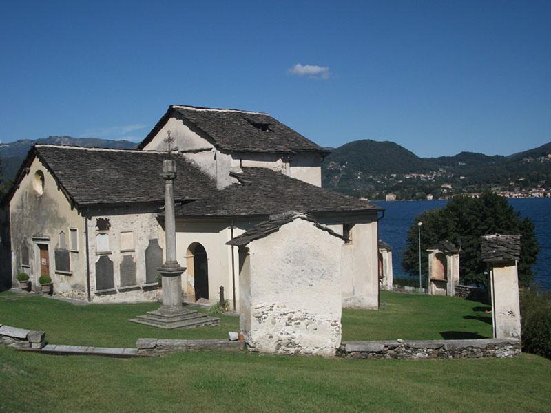 Pella_san-filiberto_chiesa-e-cappelle-via-crucis-ridimens
